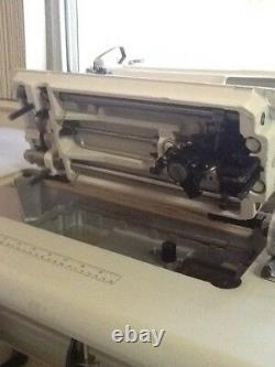 Yamata Fy8500 Machine À Coudre Avec Table Et Servo Motor. Lockstitch À Aiguille Unique